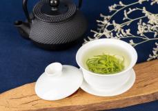杨奕骁:助力脱贫攻坚,华玺集团匠心经营茶文化板块